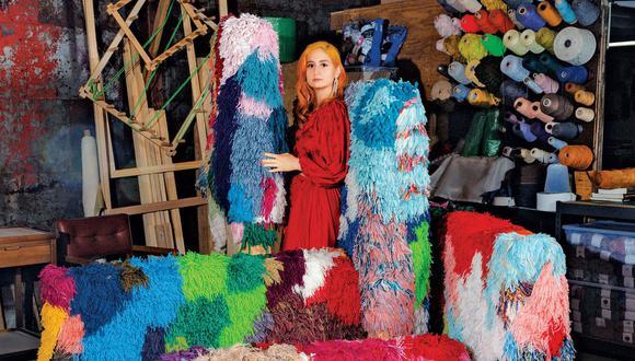 Sarah Zapata (Texas, 1988) se especializa en textiles en los que resaltan los colores y las texturas.