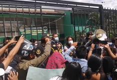 Huánuco: protestan frente a la Depincri por joven arrojado desde un puente en Colombia