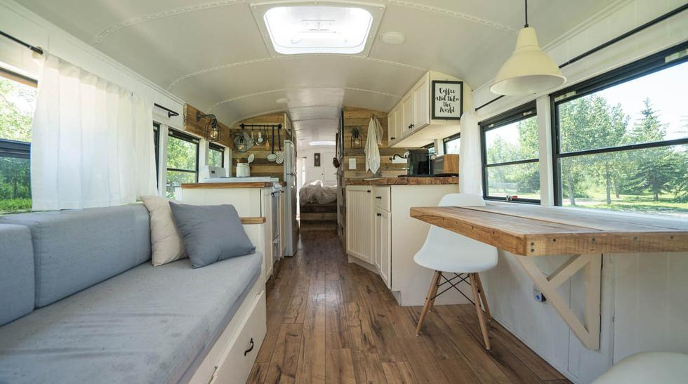 Este bus fue convertido en una vivienda de lo más acogedora - 3