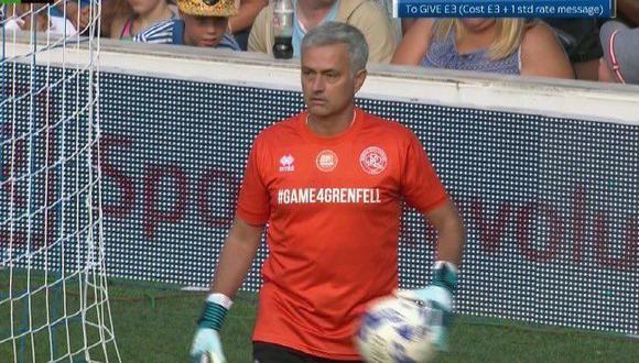 El entrenador del Manchester United, José Mourinho, participó del encuentro amistoso para recaudar fondos a favor de las víctimas del incendio de la Torre Grenfell. Foto: Captura de TV