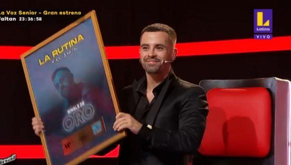 Mike Bahía recibe Disco de Oro en Perú. (Foto: Captura La Voz Pérú/Latina).