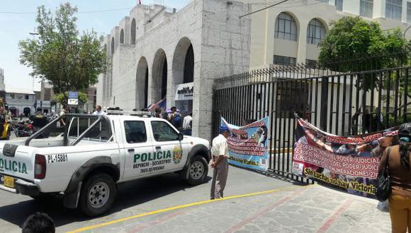 Arequipa: huelguistas impiden ingreso al Palacio de Justicia