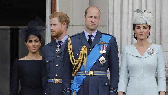 En esta foto de archivo tomada el 10 de julio de 2018 aparecen Meghan Markle, el príncipe Harry, el príncipe Guillermo y Catherine, duquesa de Cambridge. (Foto de Tolga AKMEN / AFP).