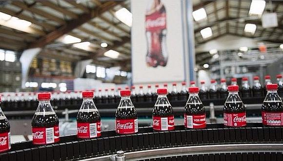 Además de sus botellas de San Luis que son de plástico 100% reciclado, Coca-Cola ha logrado que el resto de su portafolio también tenga el 25% de plástico reciclado.