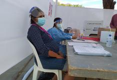 Piura: mujer embarazada asume rol de miembro de mesa para iniciar votación en un colegio