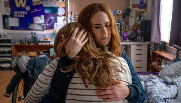 Hay algo antinatural, incluso siniestro, en la relación entre Chloe y su madre, Diane. Diane ha criado a su hija en total aislamiento, controlando cada movimiento que ha hecho desde que nació, y hay secretos que Chloe apenas está empezando a comprender (Foto: Allen Fraser/Hulu)