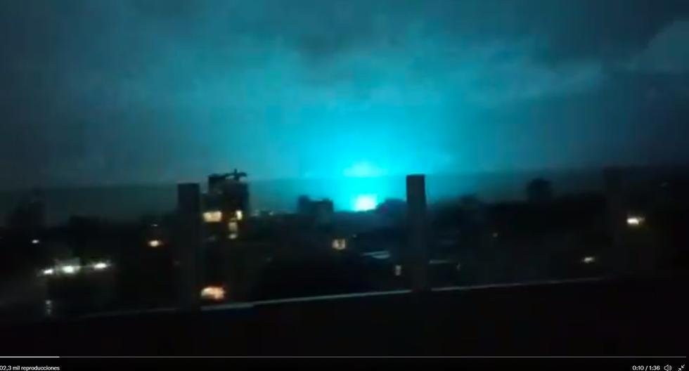 What are the mysterious flashes of light that appeared in the Mexican sky during the earthquake?