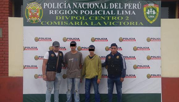 Efectivos policiales de la comisaría La Victoria detuvieron a dos ciudadanos de nacionalidad extranjera por el presunto delito de robo agravado. (Foto: Mininter)