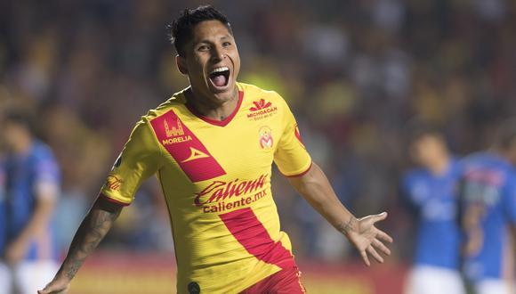 Raúl Ruidíaz solo sabe anotar verdaderos golazos con la camiseta de Monarcas Morelia. El convertido frente a León no tiene nada que envidiarle a los anteriores. (Foto: Televisa)