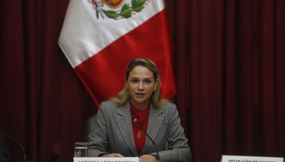 Luciana León informó que Moisés Mamani solo podía exponer sus descargos en la sesión de hoy. Foto: Mario Zapata Nieto (GEC)