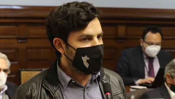 Daniel Olivares reveló que consume marihuana durante una conversación pública con el candidato presidencial de su partido, Julio Guzmán (Foto: Congreso)
