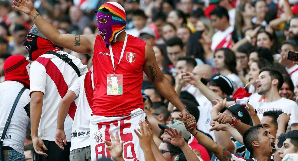 La hinchada peruana se comportó a la altura en Brasil.