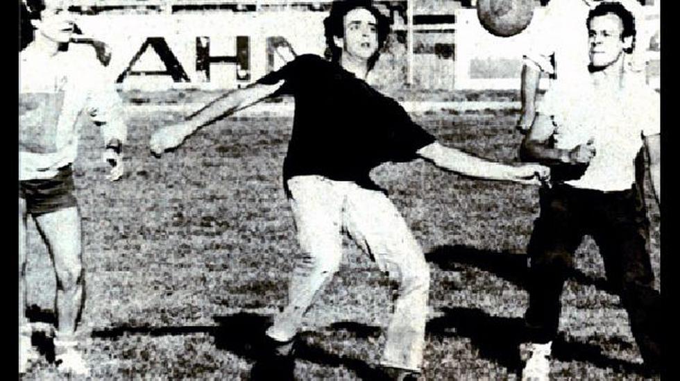 Gustavo Cerati y sus inolvidables postales futboleras - 1