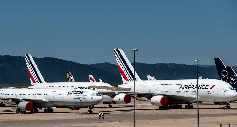 Aviones de varias aerolíneas permanecen estacionados en el aeropuerto de almacenaje y mantenimiento de Teruel. (Foto: AFP)