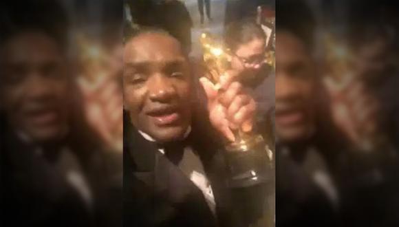 Este es el video de Terry Bryant en el que aparece celebrando en la fiesta posterior a la entrega de los premios Oscar. Lleva con él la estatuilla que robó a Frances McDormand. (Facebook)