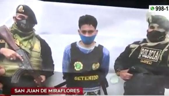 El agresor permanece detenido y reporta varios antecedentes, entre ellos por el delito de robo agravado. (Captura: América Noticias)