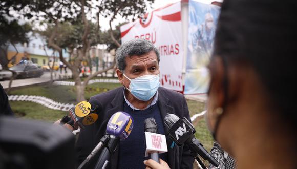 Hernando Cevallos resaltó las jornadas de vacunatón y dijo que se debería llevar estas campañas a las zonas más alejadas (Foto: GEC)