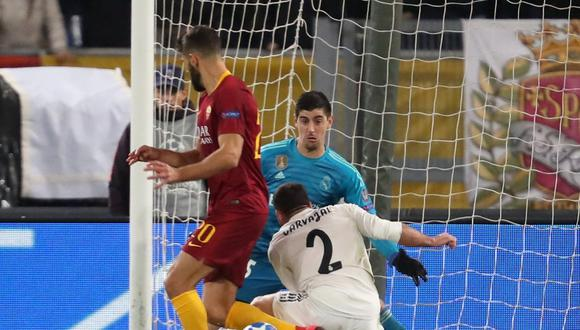 Real Madrid vs. Roma: Thibaut Courtois evitó el 1-0 con esta gran atajada. (Foto: Foto: Reuters)