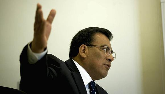 El Apra sobre veto a Eguiguren: Gobierno quiere tomar el TC
