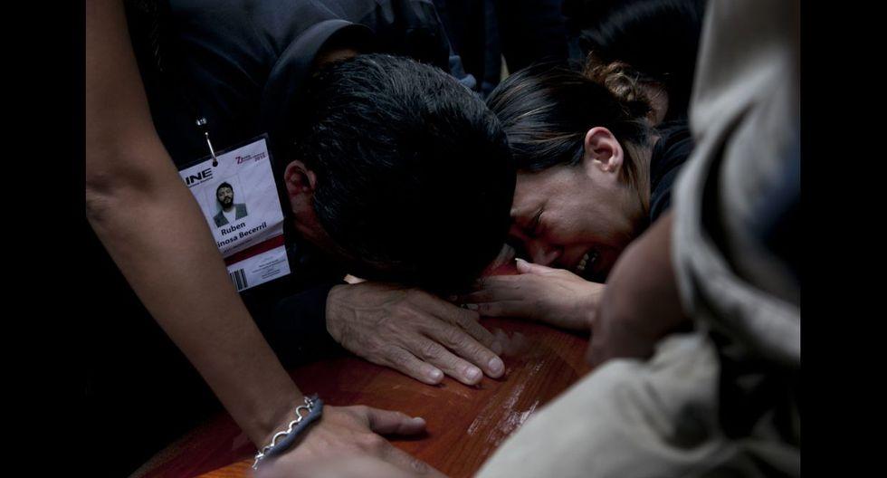 México despide a fotoperiodista asesinado y clama justicia - 8