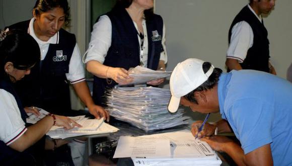 Buscan revocar a 73 autoridades regionales de todo el país