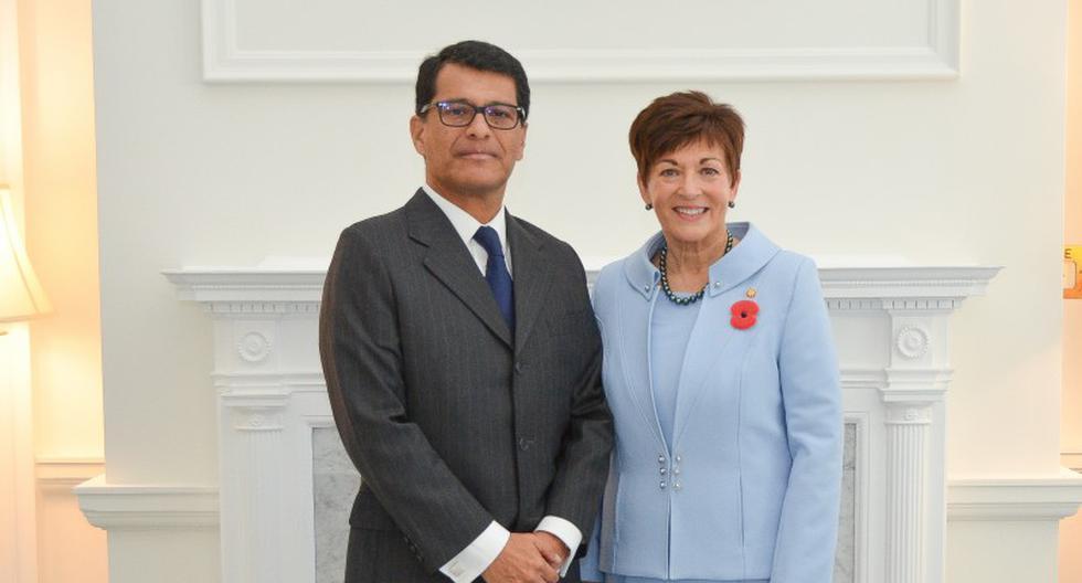 El embajador peruano, Javier Augusto Prado Miranda, junto a la gobernadora general de Nueva Zelanda, Patricia Lee Reddy, durante la presentación de sus credenciales diplomáticas, el 18 de abril del 2019, en Wellington. (Foto: Oficina de la Gobernadora General de Nueva Zelanda)