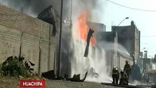 Incendio en fábrica de colchones causó alarma entre los vecinos de Huachipa