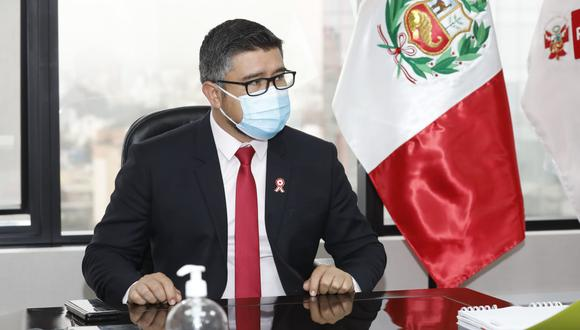 El ministro Geiner Alvarado, de Vivienda, cambió al jefe del gabinete de asesores en 24 horas. (Foto: Ministerio de Vivienda)