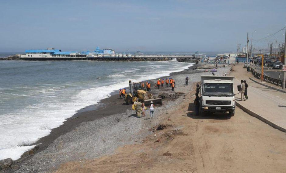 En marzo pasado, la comuna de Miraflores retiró escombros de la playa Redondo. (Juan Ponce/GEC)