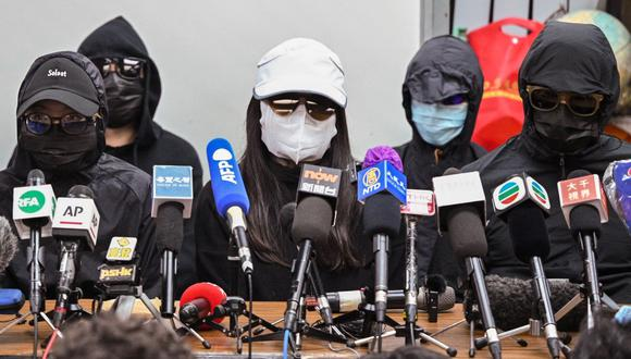 Los familiares del grupo de activistas por la democracia de Hong Kong que intentaron huir hacia Taiwán en agosto pasado, ofrecen una conferencia de prensa el 28 de diciembre de 2020. (Foto de Peter PARKS / AFP).