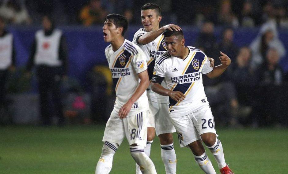 Efraín Álvarez tuvo su debut en Los Ángeles Galaxy el último fin de semana en la MLS. El mexicano-americano le cambió la cara al cuadro de Zlatan Ibrahimovic (Foto: AFP)