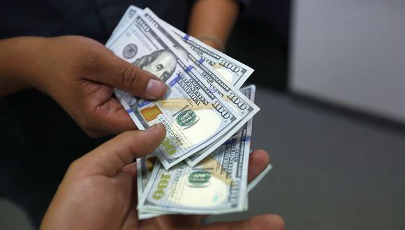 """El """"dólar blue"""" se cotizaba a 151 pesos en Argentina este jueves. (Foto: AFP)"""