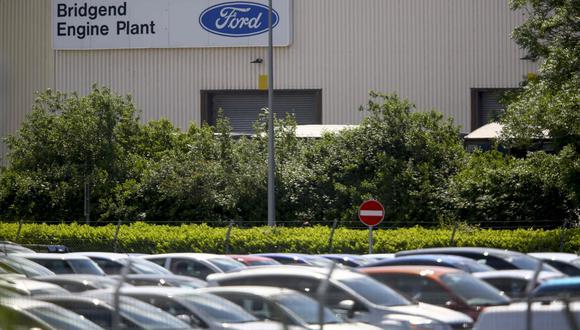 Ford anunció el mes pasado que recortaría 7,000 empleos de oficina en todo el mundo, incluidos varios centenares en Gran Bretaña. (Foto: AFP)