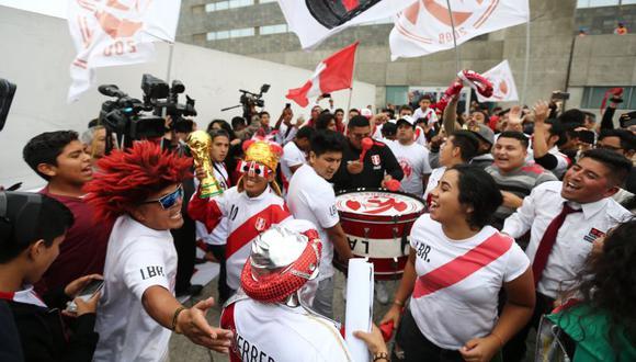 Para los vuelos internacionales con escalas, Migraciones aconsejó a los hinchas averiguar si el país donde se efectuará la conexión exige visa a los ciudadanos peruanos para evitar problemas. (El Comercio)