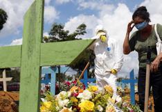 Brasil supera las 210.000 muertes por coronavirus el día que comienza a vacunar