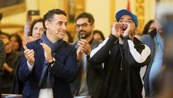 Juan Diego Flórez y Luis Fonsi se encontraron antes de la inauguración de los Juegos Panamericanos. (Foto: EFE)