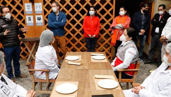 Los restaurantes del país reiniciarán atención en salón con aforo al 40%.