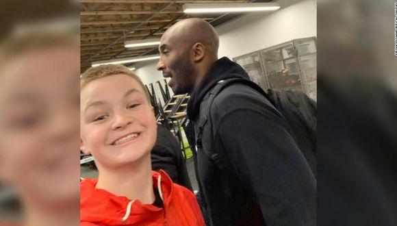 La selfie que se hizo Brady Smigiel con Kobe Bryant. (Foto: Facebook)