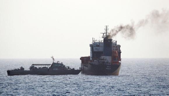 Las fuerzas iraníes abordan un petrolero en aguas internacionales en el Golfo de Omán el 13 de agosto del 2020. (Foto referencial, AFP).