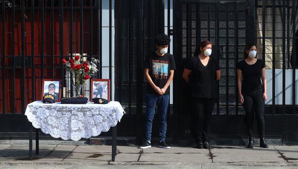 Días atrás, policías de la Diprove rindieron homenaje a su compañero, Raúl Calixto. (Alessandro Currarino / El Comercio)