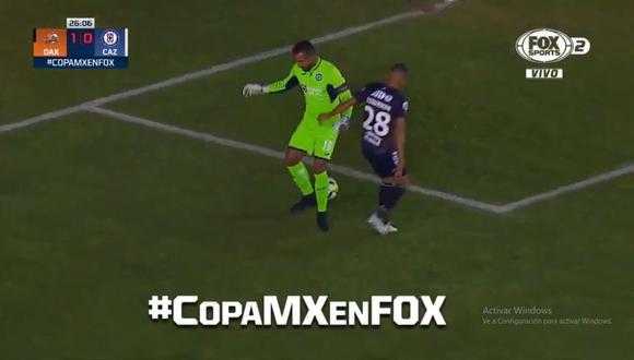 Allisson erró en salida y regaló el balón a Daniel Duarte, quien se encargó de poner el 1-0 en el Cruz Azul vs. Alebrijes por Copa MX (Foto: captura de pantalla)