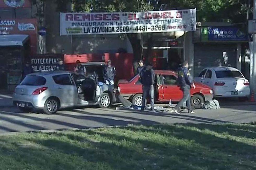 La policía persiguió y detuvo los secuestradores; la chica, sin vida, fue hallada en el asiento trasero del vehículo en el que huyeron. (Captura de video).