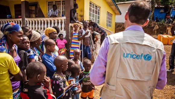Diez médicos regresan a EE.UU. por posible exposición al ébola