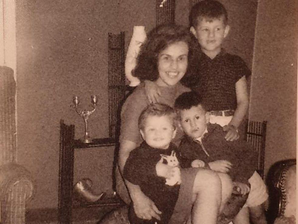 En la foto está su madre y dos hermanos. Foto: Cortesía Francisco Plata, vía El Tiempo de Colombia/ GDA