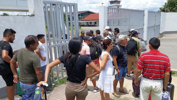 En el aeropuerto Guillermo del Castilla Paredes solo permitieron el ingreso de las personas que tenía pasaje para hoy (Foto: Hugo Anteparra)