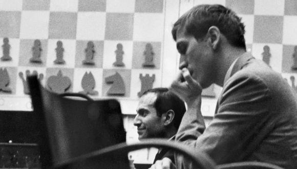 Bobby Fischer jugando en 1971 en Buenos Aires. (Foto: AFP)