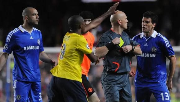 """""""Botellas voladoras, mesas rotas y gritos"""": Obi Mikel recordó lo sucedido en los vestuarios tras el 'Iniestazo'"""