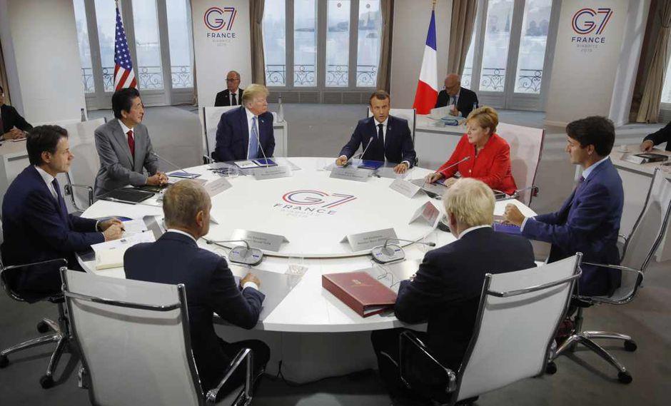 Los siete dirigentes del foro adoptaron esta posición común sobre Rusia. En la foto, los líderes del G7 y el presidente del Consejo Europeo en una mesa de trabajo. (Foto: AFP)