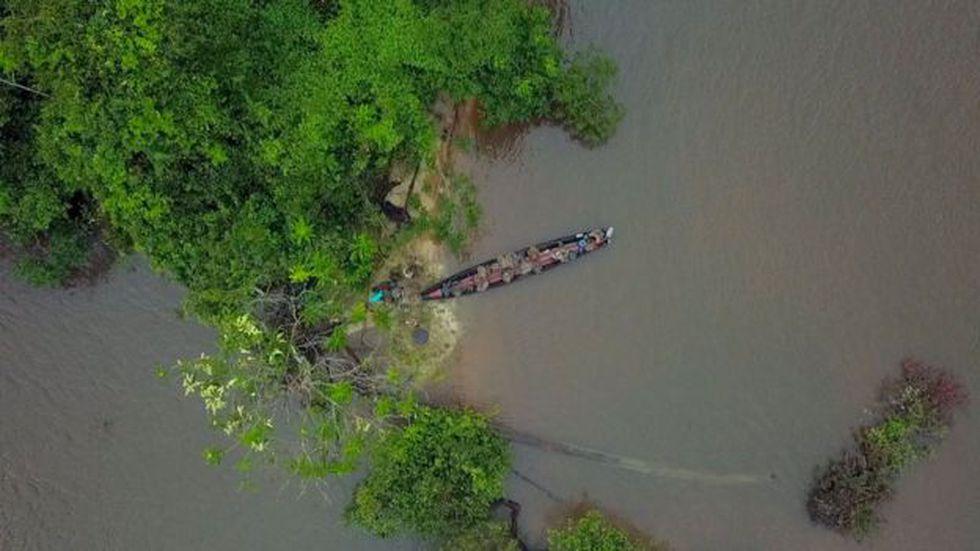 En la selva no hay carreteras, solo ríos. Las fuerzas francesas maniobran por el bosque a pie o en botes que funcionan a gasolina. Foto: BBC Mundo