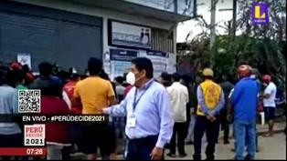 Cola de 10 cuadras para recoger DNI en Puerto Maldonado